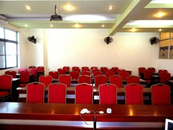 3 cách sắp xếp bàn ghế hội trường thông dụng nhất