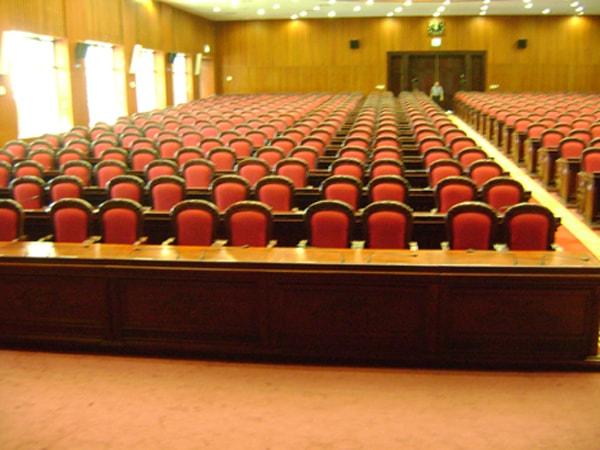 Ghế hội trường Hòa Phát TC306B là loại ghế tĩnh,chân đôi bám sàn