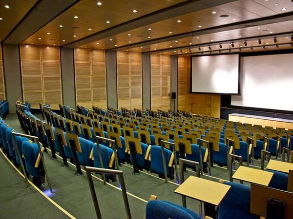 Dùng ghế hội trường thiết kế thông minh giúp tiết kiệm diện tích