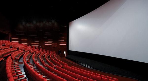 Với sức chứa lớn và ghế ngồi rộng rãi, kết cấu vững chắc là điểm thứ 3 trọng sự khác biệt của rạp chiếu phim mái vòm này
