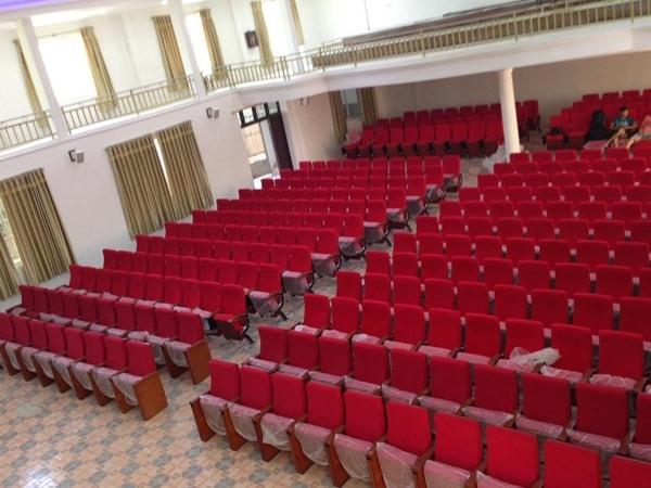 Những bước bảo quản ghế hội trường bọc nỉ dịp cuối năm đơn giản