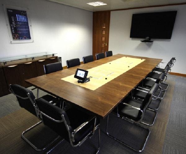 Ghế chân quỳ inox có nhiều ưu điểm phù hợp với nội thất phòng họp