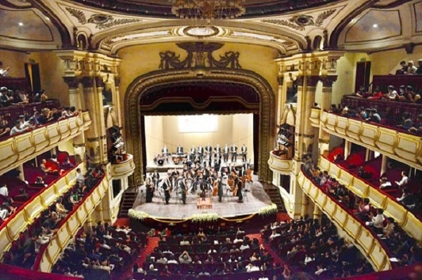 Nhà hát Lớn xây dựng theo nguyên mẫu Cung Garnie - một trong 2 nhà hát opera nổi tiếng của Paris