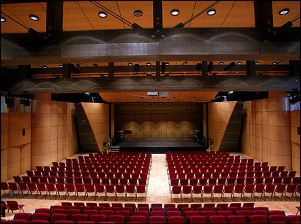 Nên lựa chọn hệ thống âm thanh ánh sáng trong phòng hội trường trên 500 chỗ