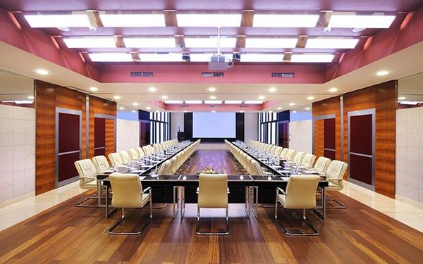 Ghế chân quỳ có cấu tạo đơn giản, chắc chắn, độ bền cao phù hợp không gian phòng họp