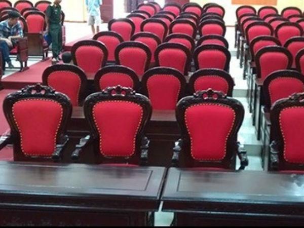 Hướng dẫn lựa chọn, vệ sinh và bảo quản ghế hội trường bằng gỗ tự nhiên