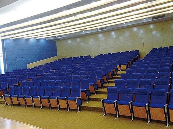 Ghế hội trường cần đem lại sự thoải mái cho người ngồi