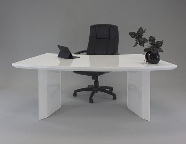 Nữ sinh năm 1982 nên trang trí bàn làm việc như thế nào?